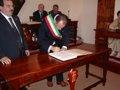 Il sindaco di Arcevia firma l'atto di amicizia