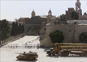 Carro armato davanti alla basilica della natività